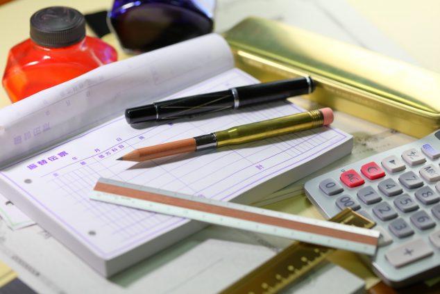 伝票とペン